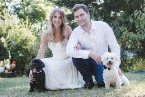 Zsuzsi nagyon szép és emlékezetes képeket készített az esküvőnkön!💕A kreatív fotózást profin vezényelte le!Minden ötletünk megvalósult,kutyáinkról is szuper cuki képek készültek és közben nagyon jól szórakoztunk!🐾 Mindenkinek szívből ajánlom! Köszönünk neki mindent!!!😍